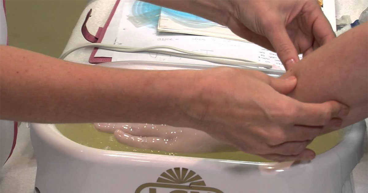 Toplinska terapija parafinskim voskom s aromaterapeutskom masažom, ljekovitim pilingom i maskom...